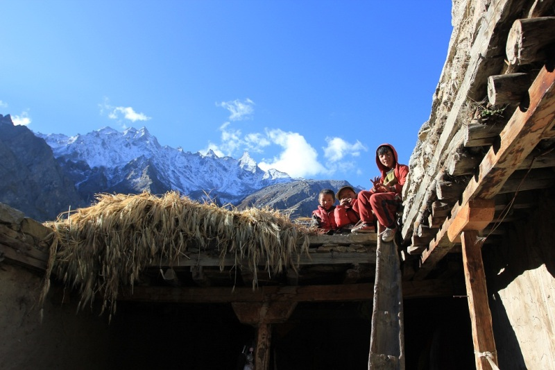 Waving goodbye. Children of the head lama of Halji village. Limi Valley.