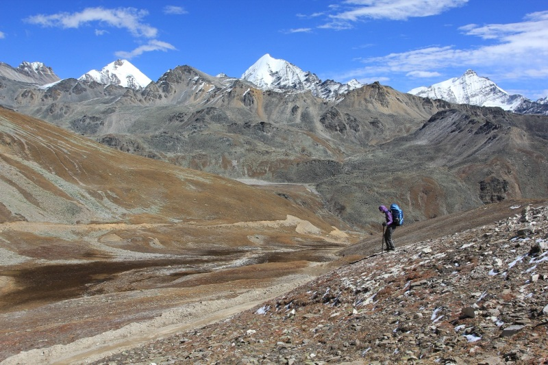 Coming down from Nyula La (5000m). Unscaled, unnamed virgin 6000m peaks in the background.
