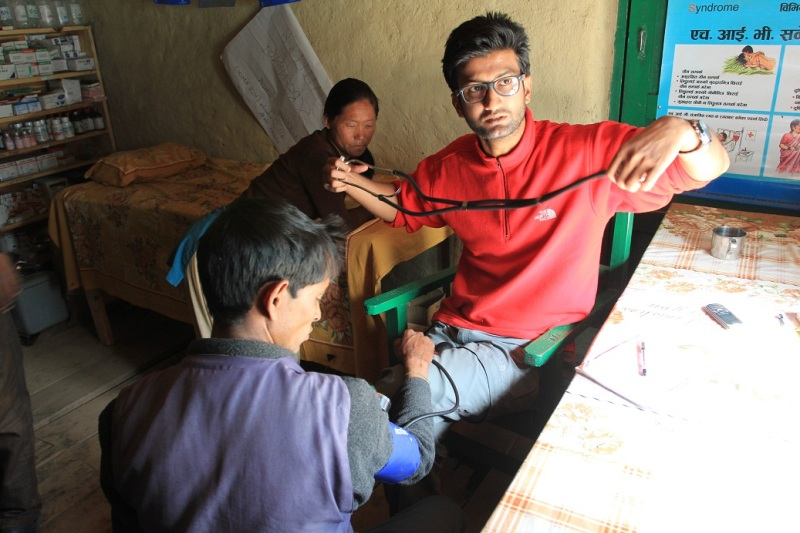 Visiting the doctor in the Health Office from Nepal Trust in Palbang